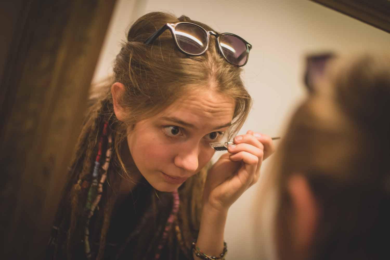 Kristinka se líčí před premiérou